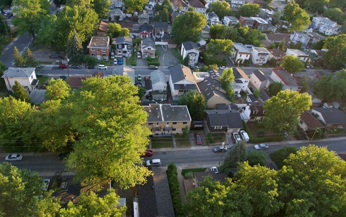 ラバルの町の航空写真