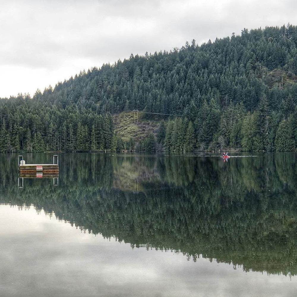 ナナイモの山と湖