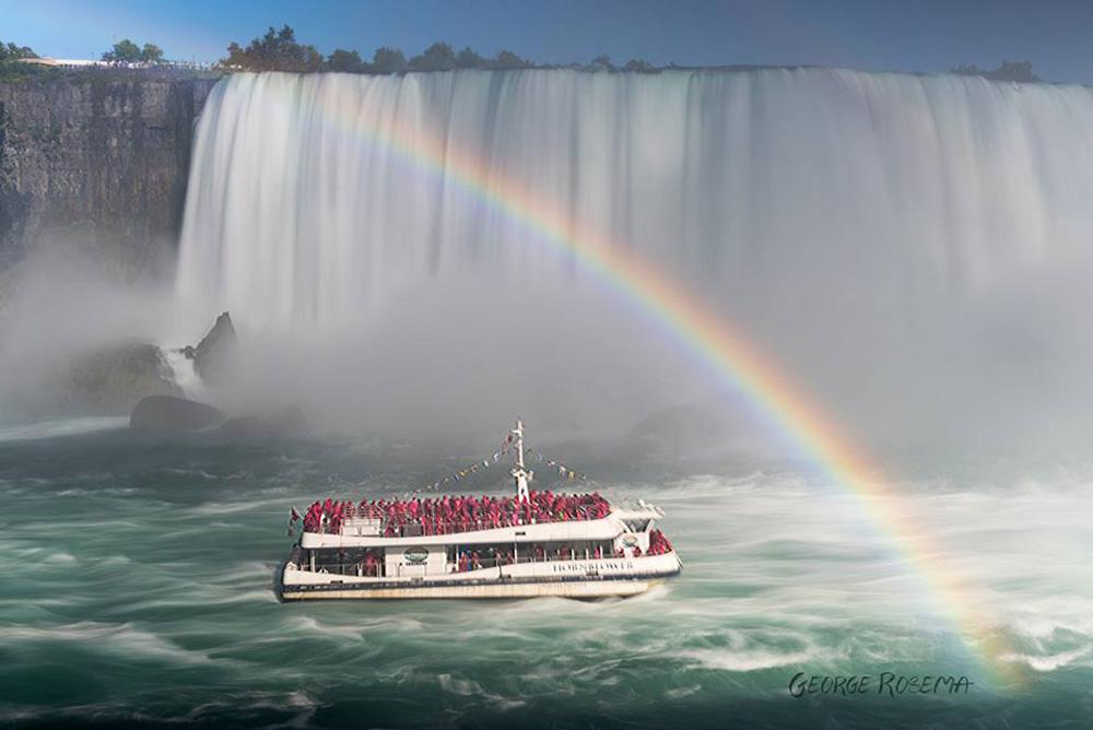 ナイアガラの滝と霧の乙女号