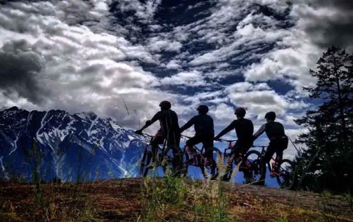 シートゥスカイ教育委員会 雄大な自然の中でバイクライド