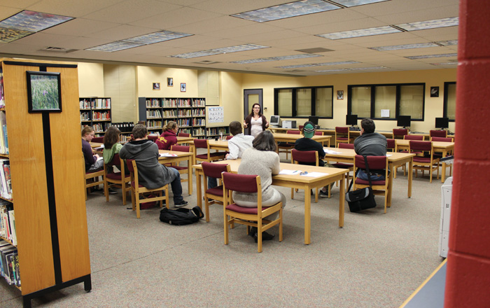 アッパーカナダ教育委員会 図書館で勉強中