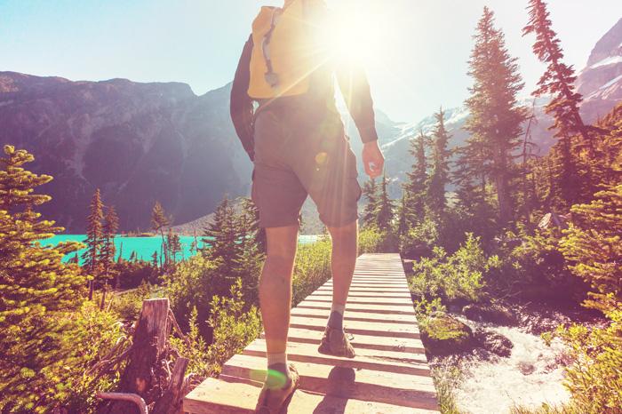 様々なアクティビティ ロッキー山脈でハイキング