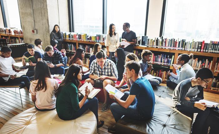 カナダの留学生の典型的な一日 図書館で雑談