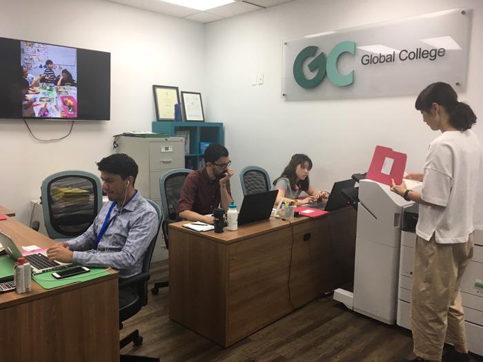 仕事体験 in カナダ Harukaさんの語学学校でのインターンシップ