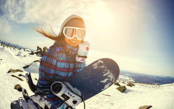 カナダ スキースノーボード留学 スノーボーダーと夕日