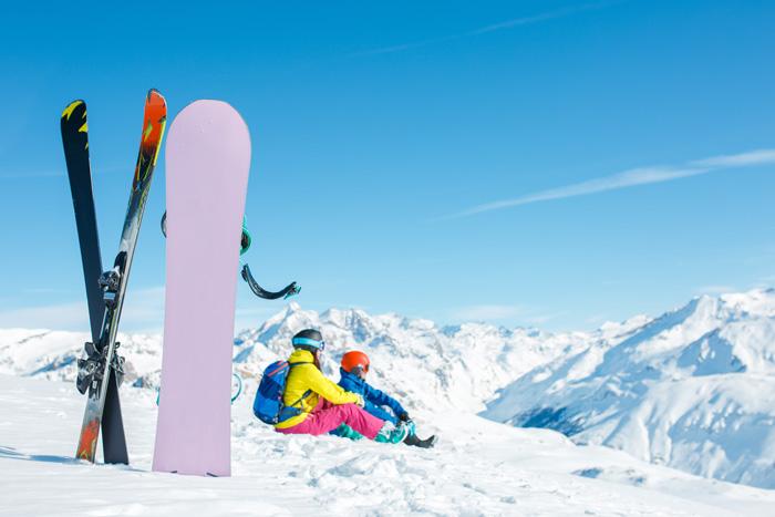 カナダ スキースノーボード留学 山頂で休憩
