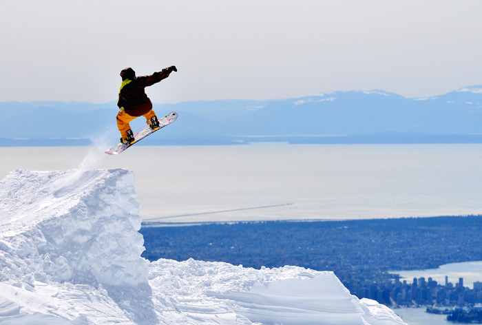 カナダ スキースノーボード留学 スノーボーダーのジャンプ