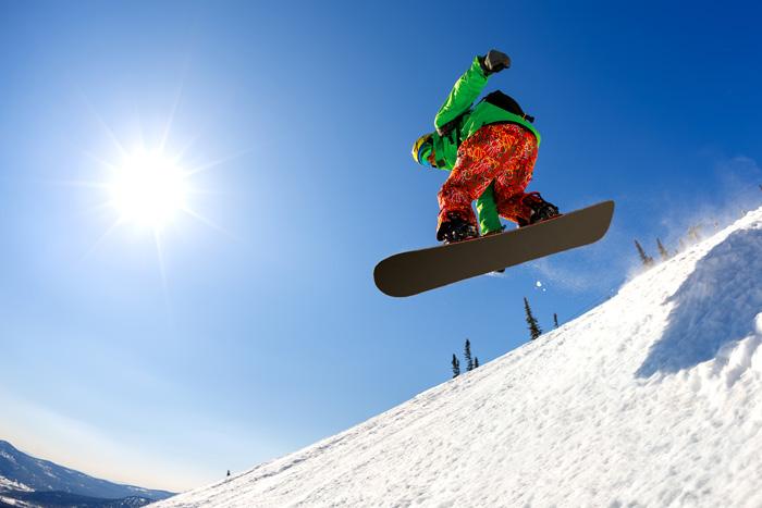 カナダ スキースノーボード留学 ボーダーが滑っている