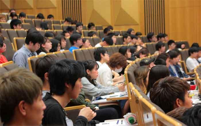 大学生が受講中の様子