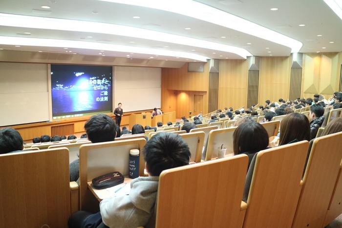 大阪学院大学様での講演の様子