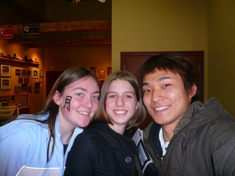ノバスコシア州で高校留学中、友達との写真 Junyaさん