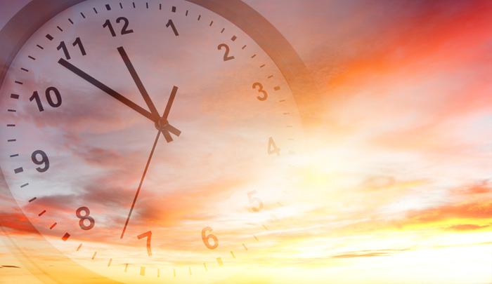 留学期間を考える 時計と秋の空