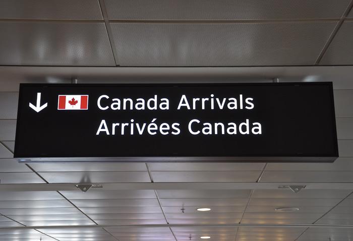 サービス(カナダ)無事到着の確認 カナダの空港へ