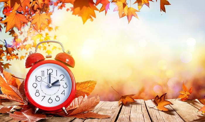 留学期間を考える 時計と秋の風景