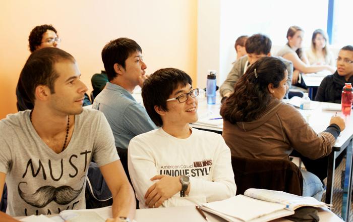 ECバンクーバー 授業中の笑顔