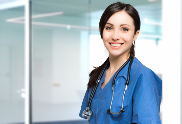 笑顔の若いカナダ人看護師