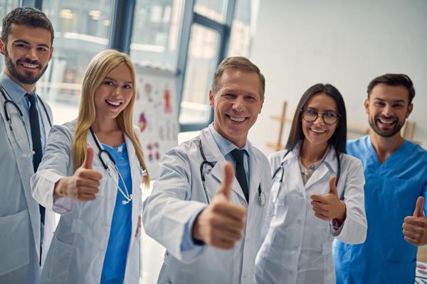 カナダの看護師と医師