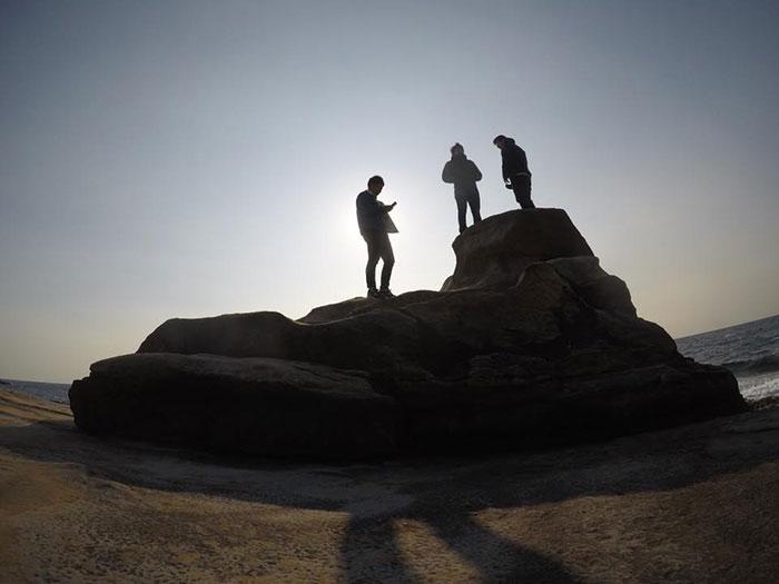中期語学留学 Global Village カルガリー 岩の頂上で Masamichiさん