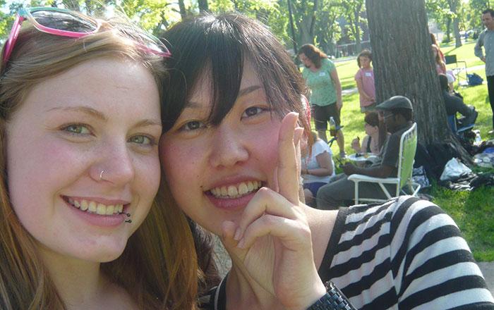 大学付属語学留学 ウィニペグ Mizukiさん 友達とのショット