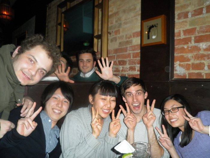 大学付属語学留学 トロント Masahiroさん 友達全員でピース