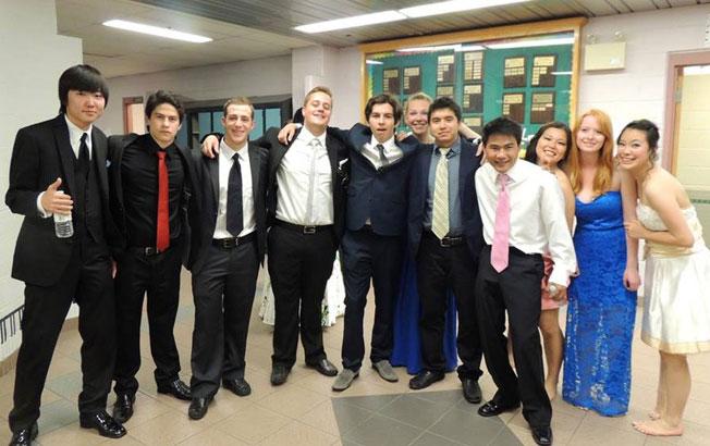 高校留学 ノバスコシア州 長期留学 卒業式の日、大好きな仲間達と Soshiさん