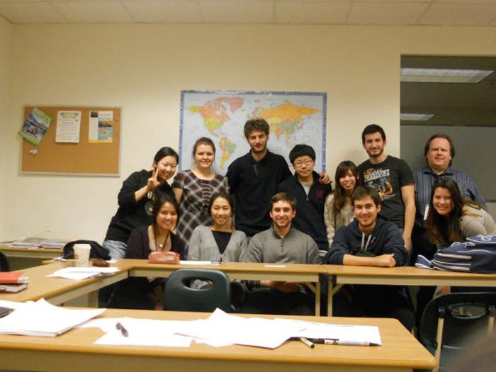 専門留学 バンクーバー Reikaさん クラスメートと集合写真