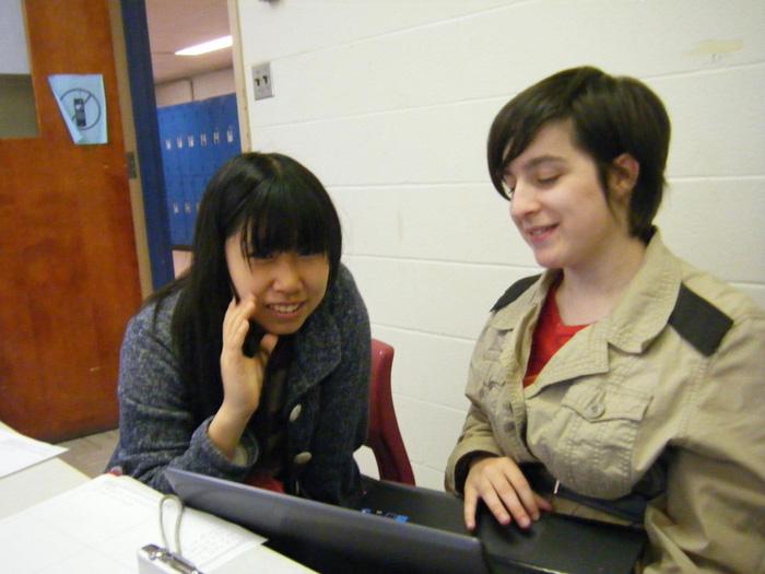 高校留学 ノバスコシア州 クラスの女子と楽しい語らい Mayuさん