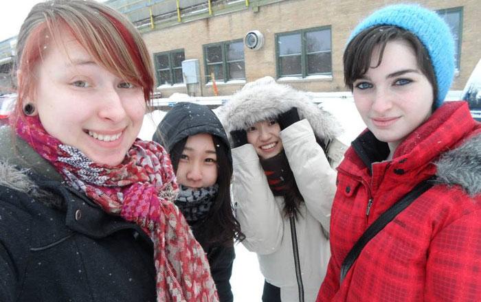 大学付属語学留学 ウィニペグ Fumikaさん 寒空の中、友達と