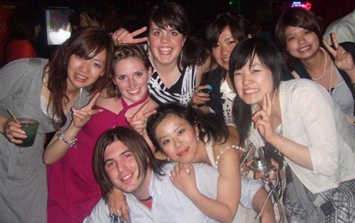 語学留学 インターンシップ バンクーバー パノラマ Yumikoさん インターン先の仲間とパーティーで