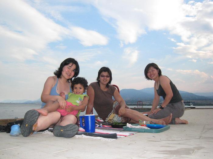 バンクーバー ワーキングホリデー Marikoさん 大好きなホストファミリーとビーチで