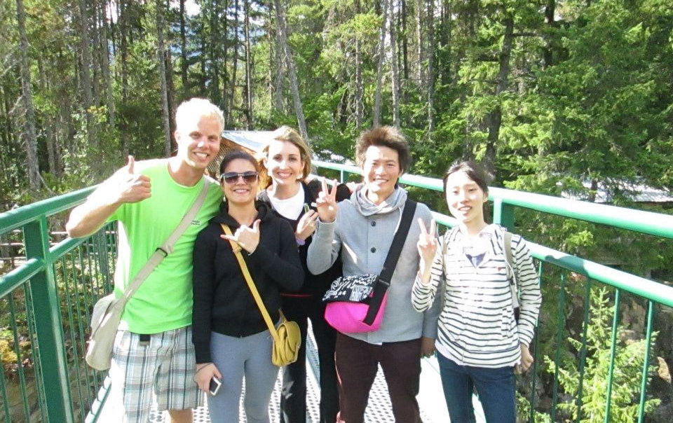 語学留学 中期留学 長期留学 バンクーバー バンジージャンプ前の橋の上で Junさん
