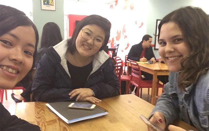 児童英語教師 インターンシップ ボランティア ノバスコシア州 学校の先生と Shizukaさん