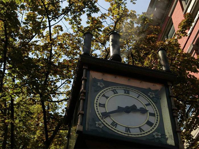 夏休み語学留学 バンクーバー 有名なガスタウンの蒸気時計 Chiakiさん