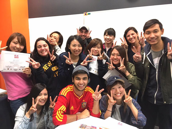 Ayakaさん 大好きなクラスメートたちと!