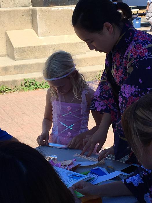 Ayakaさん ボランティアで地元の子供と交流