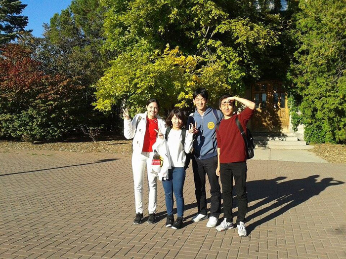 大学付属語学留学 ゲルフ Hiroshiさん クラスメートと散策