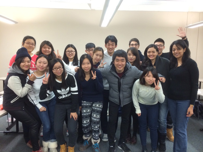 大学付属語学留学 ゲルフ Hiroshiさん クラスメート達と