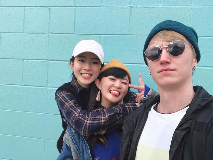 大学付属語学留学 カルガリー Minamiさん 仲間との写真