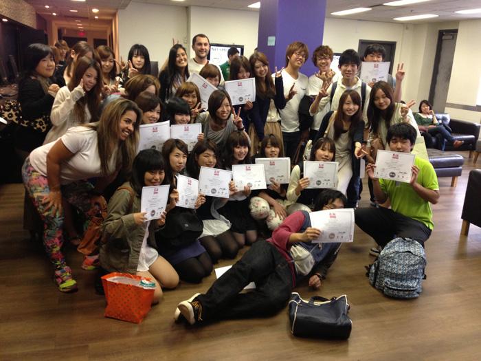 Misatoさん 学校の卒業式、仲間達と