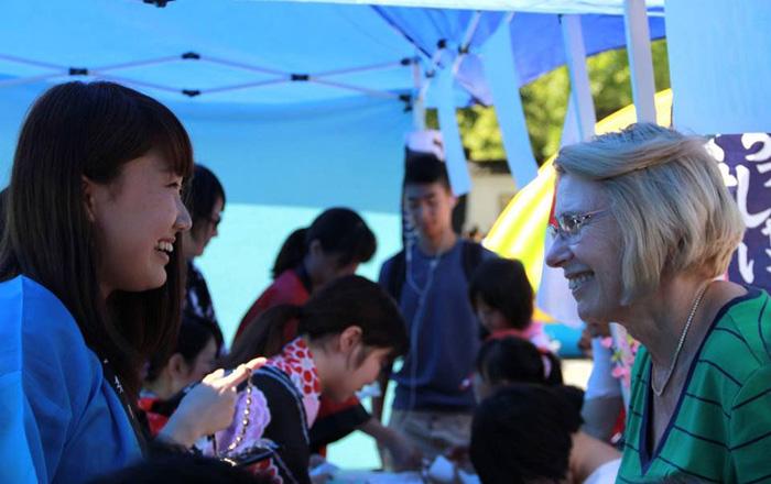Nanaさん 中華街ボランティアで、カナダ人に日本文化を紹介
