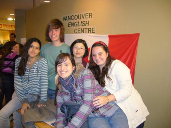 語学留学 バンクーバー Tomomiさん 大好きな仲間と学校で
