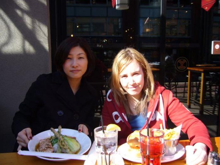 語学留学 バンクーバー Tomomiさん 友達とランチ