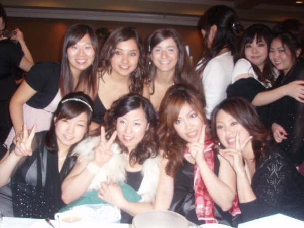 大学付属語学留学 ビクトリア 卒業パーティーにて Mikaさん