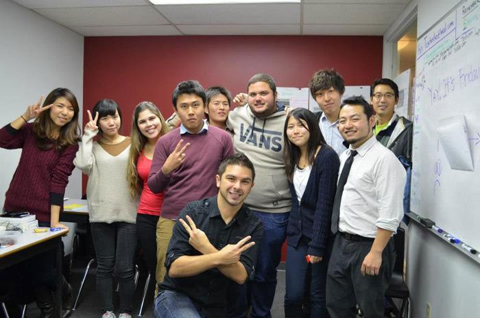 語学留学 中期留学 長期留学 バンクーバー 学校のクラスメート達と Junさん
