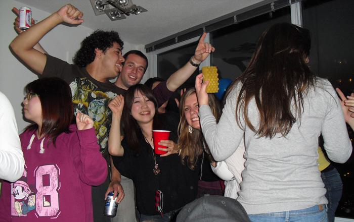 語学留学 & 仕事体験 バンクーバー Ayakaさん 大好きな仲間達とパーティー