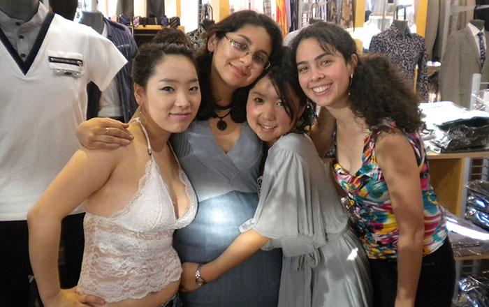 語学留学 インターンシップ バンクーバー Ayumiさん 店の仕事仲間と