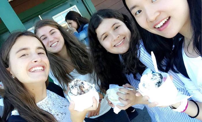 高校留学 長期 ノバスコシア州 女子仲間でアイスクリームパーティー Akiraさん