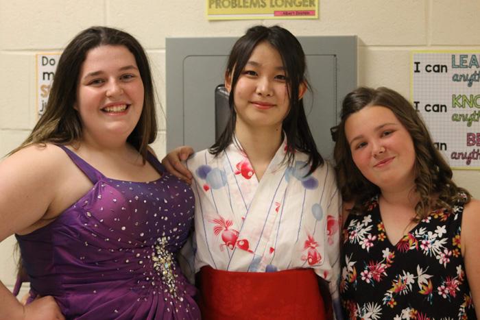 高校留学 ニューブランズウィック州 友達とも着物で写真撮影 Harunaさん