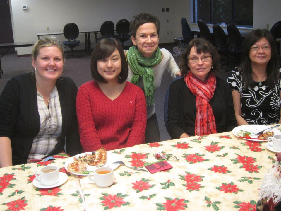 語学留学 インターンシップ 仕事体験 長期留学 ケローナ バンクーバー 赤十字の仕事場の皆さんと Yuiさん