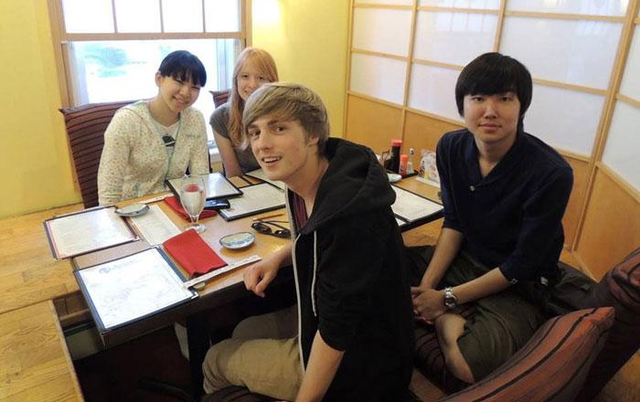 高校留学 ノバスコシア州 長期留学 仲のいい友達と食事 Soshiさん